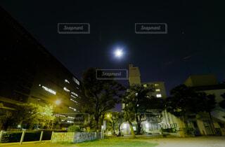 十五夜の月の写真・画像素材[4831459]