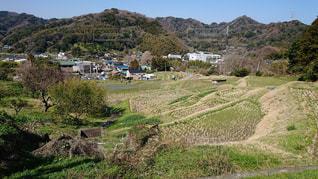 近くの丘の中腹のアップの写真・画像素材[1133515]