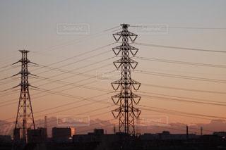 近くに街灯柱のアップの写真・画像素材[962088]