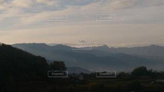 背景に広い山の眺めの写真・画像素材[4816491]