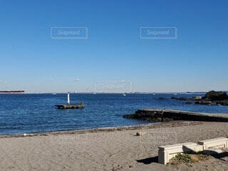 水域の隣の砂浜の写真・画像素材[4816641]