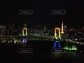 レインボーブリッジと東京タワーの写真・画像素材[4816924]