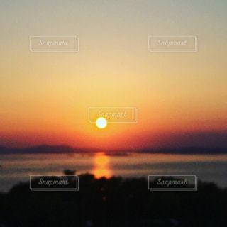 瀬戸内海に沈む夕日の写真・画像素材[1003499]