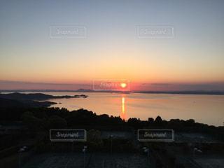 瀬戸内海に沈む夕日の写真・画像素材[1003665]