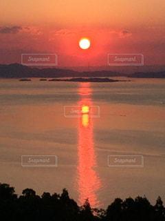 瀬戸内海に沈む夕日の写真・画像素材[1003666]