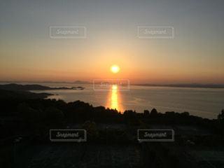 瀬戸内海に沈む夕日の写真・画像素材[1003673]
