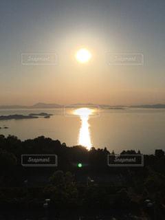 瀬戸内海に沈む夕日の写真・画像素材[1003727]