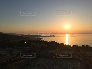 瀬戸内海に沈む夕日の写真・画像素材[1003733]