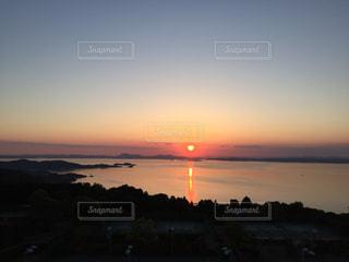 瀬戸内海に沈む夕日の写真・画像素材[1003734]