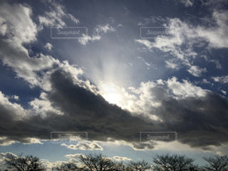 空と雲と太陽の写真・画像素材[1005471]