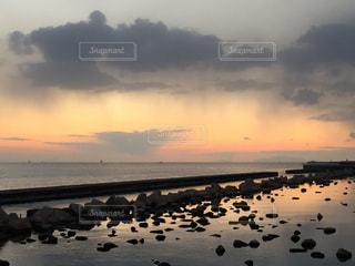 夕暮れの海岸の写真・画像素材[1005496]