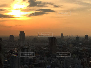 夕暮れ時の都市の景色の写真・画像素材[1007708]