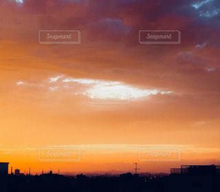 街に沈む夕日の写真・画像素材[1027856]