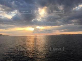 瀬戸内海に沈む夕日の写真・画像素材[2819568]