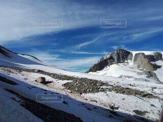 砂と岩に覆われた氷河の写真・画像素材[4825139]