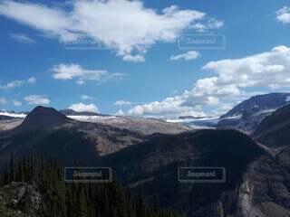 氷河を見ながらハイキングの写真・画像素材[4825169]