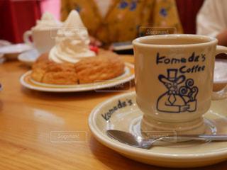 テーブルの上のコーヒー カップ - No.714288
