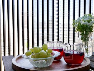 食品とワインのガラスのボウルの写真・画像素材[742596]