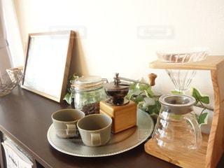 テーブルの上のコーヒー カップ - No.872759