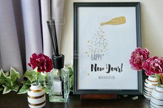 テーブルの上の花の花瓶 - No.946186