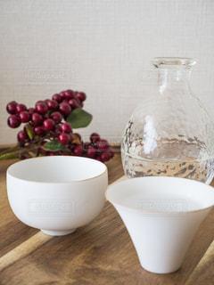テーブルの上のコーヒー カップの写真・画像素材[983982]