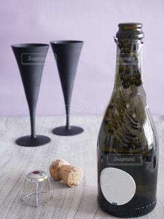 スパークリングワインとグラスの写真・画像素材[1219257]