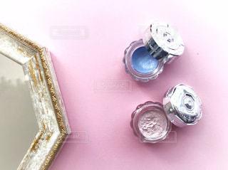 テーブルの上のネックレスの写真・画像素材[1270269]