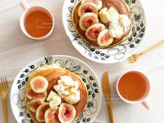 食品とコーヒーのカップのプレートの写真・画像素材[1503700]