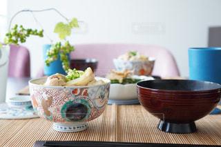 食卓に一杯の食べ物の写真・画像素材[2138036]