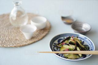 皿の上の食べ物のボウルの写真・画像素材[2173520]