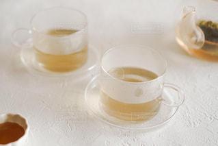 テーブルの上にコーヒーを一杯入れるの写真・画像素材[3058836]