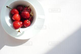 皿の上に果物のボウルの写真・画像素材[3214195]