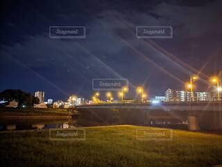 夜のお散歩の写真・画像素材[4829636]