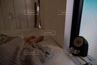 休日、寝室での至福の時間の写真・画像素材[4848971]