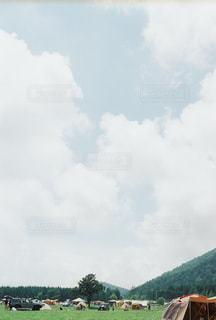空には雲のグループの写真・画像素材[1394130]
