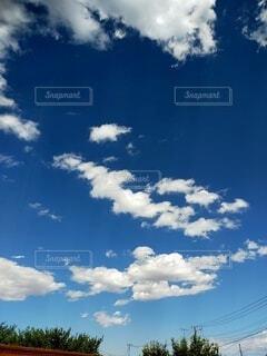 青い空と白い雲の写真・画像素材[4841300]