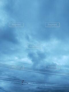 青い曇り空のクローズアップの写真・画像素材[4846229]