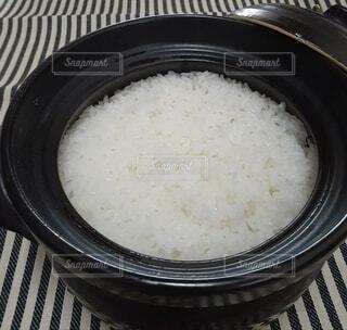 土鍋でご飯の写真・画像素材[4872920]
