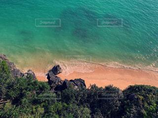 上から撮った海岸の写真・画像素材[4872170]