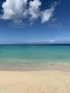 綺麗な砂浜と海の写真・画像素材[4872273]