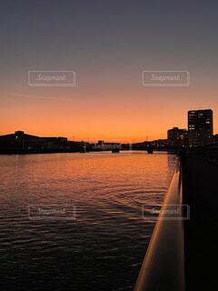 川とサンセットの写真・画像素材[4873651]