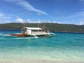 白い砂浜と青い海の写真・画像素材[4852103]