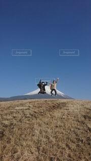 富士山とジャンプと人の写真・画像素材[4851027]