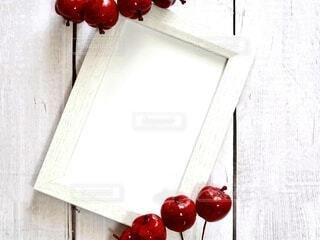 リンゴとフォトフレームのカードの写真・画像素材[4871642]