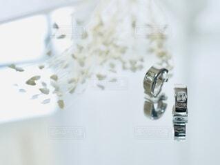 シンプルなイヤリングの写真・画像素材[4897073]