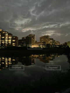 水面に映る灯り_2021の写真・画像素材[4874669]