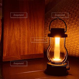 温もりの灯の写真・画像素材[4878220]