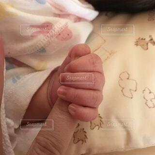 赤ちゃんの手の写真・画像素材[4866361]