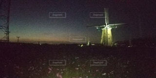 風車の夕暮れの写真・画像素材[4919231]