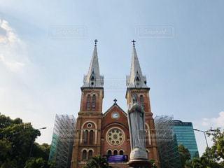 サイゴン ノートルダム大聖堂の前に時計塔の写真・画像素材[1275162]